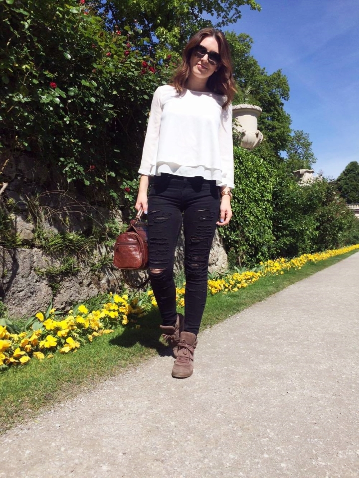 Salzburg city trip austria travel with me square mile of style mirabell garden outfit of the day