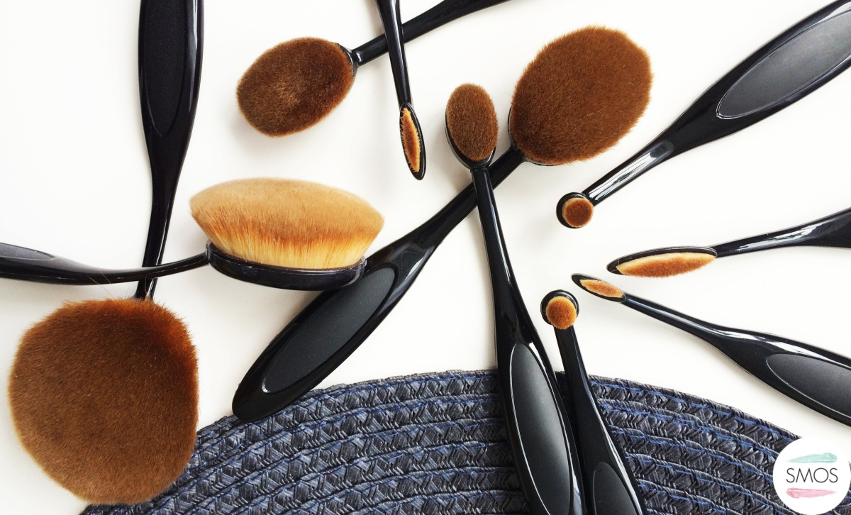 OVAL MAKE UP BRUSHES - WORTH THE HYPE? | My Make Up Brush Set