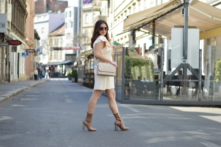 STYLE DIARY: CLASSY NUDES AND STATEMENTBOOTS